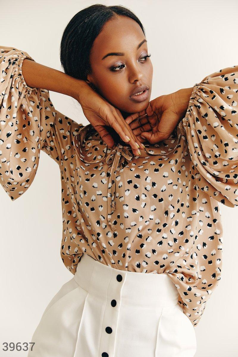 Бежевая блуза из шелка