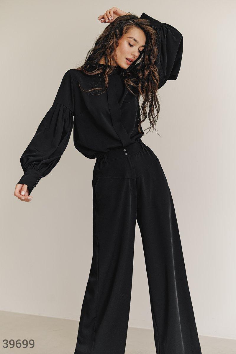 Черный костюм брюки с блузой