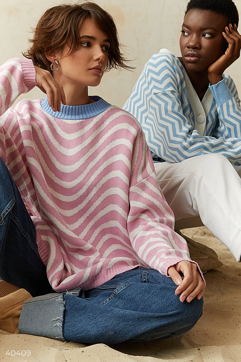 Розовый свитер oversize в полоску